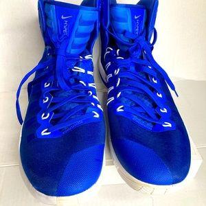 Nike Hyperdunk  tennis( NWOT) size 17